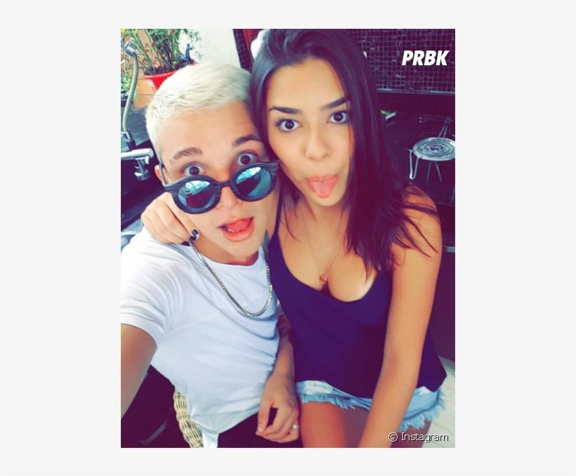 As Selfies De Mc Gui E Luiza Cioni Sao Muito Fofas 950x597 Png Download Pngkit Mc gui singer music fan, gui, microphone, hat, glasses png. pngkit